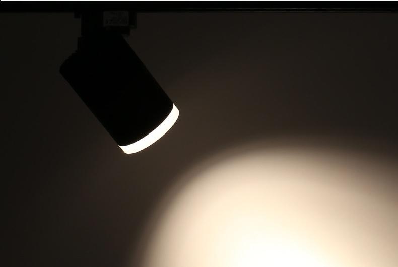 den-led-roi-tranh-spotlight-gan-thanh-ray-vo-den-trang-tri-hien-dai-dl-rt-7191-light