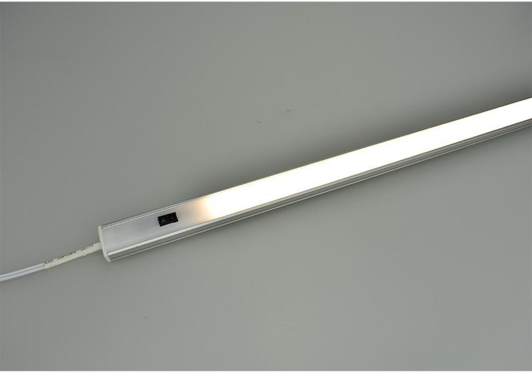 den-led-cam-bien-vay-tay-12v-dai-50cm-trang-tri-ke-tu-cao-cap-3